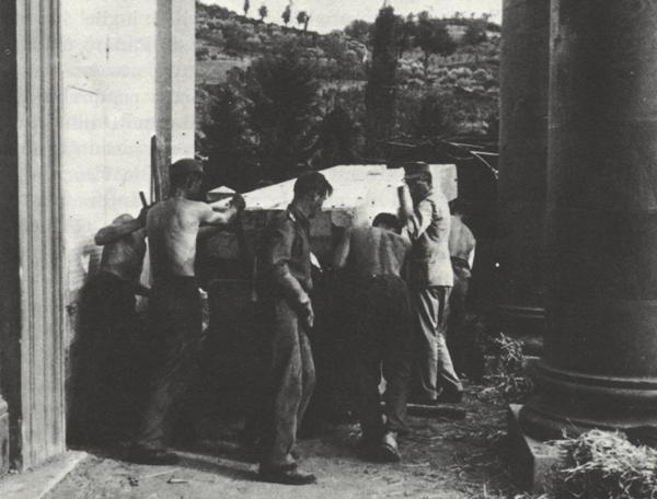 Evacuazione delle sculture degli Uffizi dalla chiesa di Sant'Onofrio a Dicomano