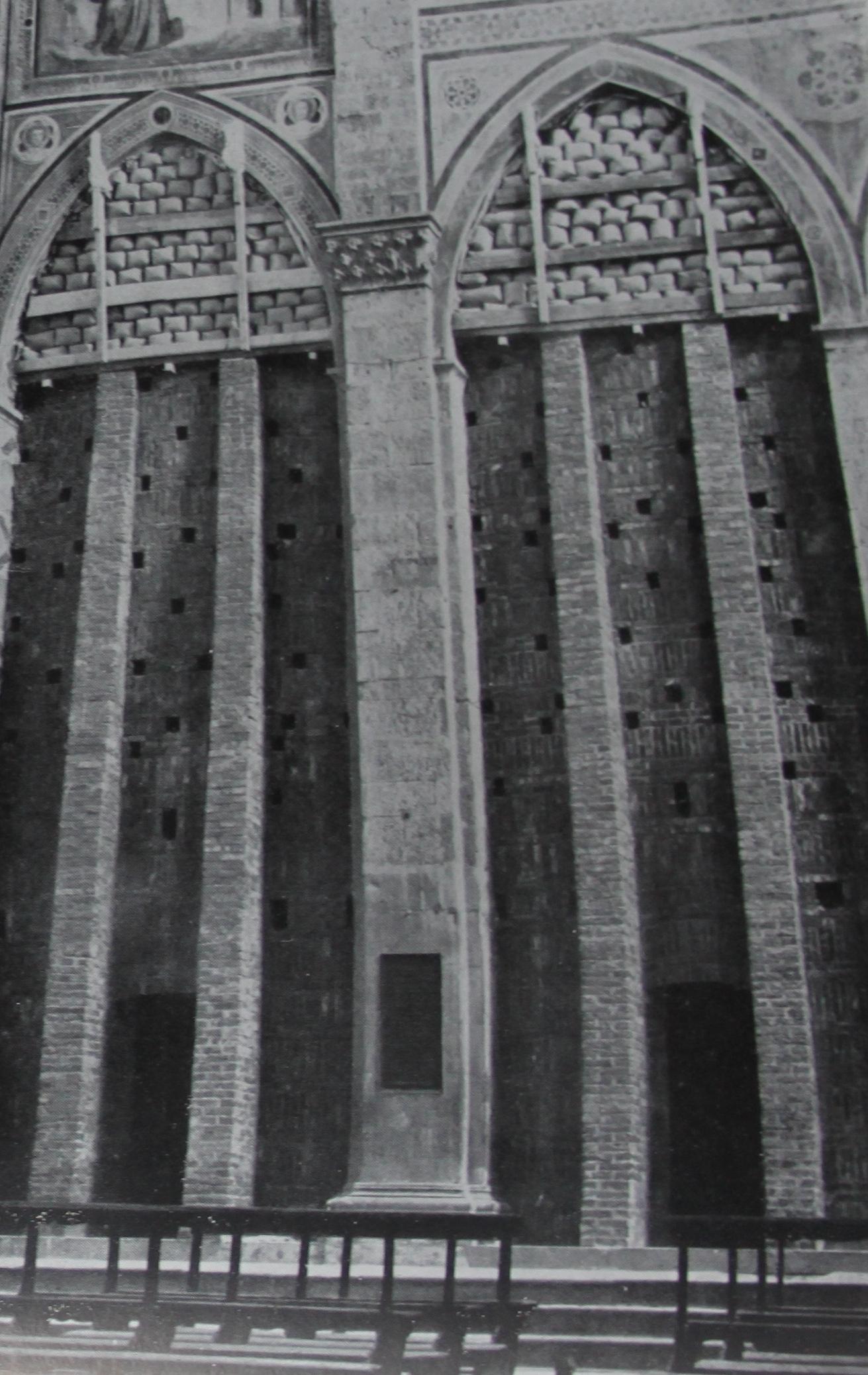 Protezioni in muratura alle cappella di Giotto in Santa Croce a Firenze, da