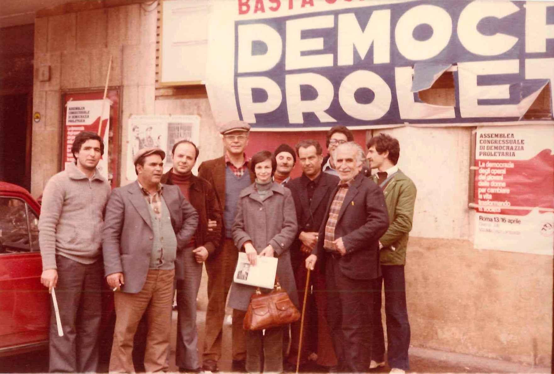 Gracci con Rosario Migale e altri «compagni» a Roma per il I Congresso nazionale di Democrazia proletaria, aprile 1978