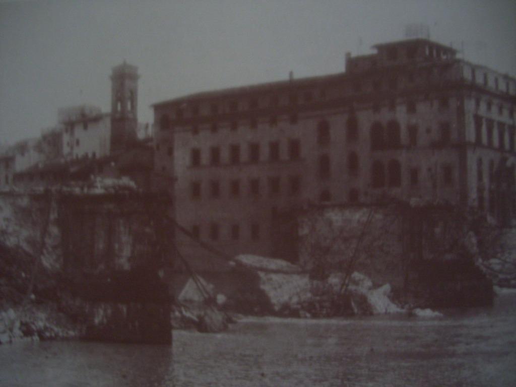 I resti di Ponte Santa Trinita
