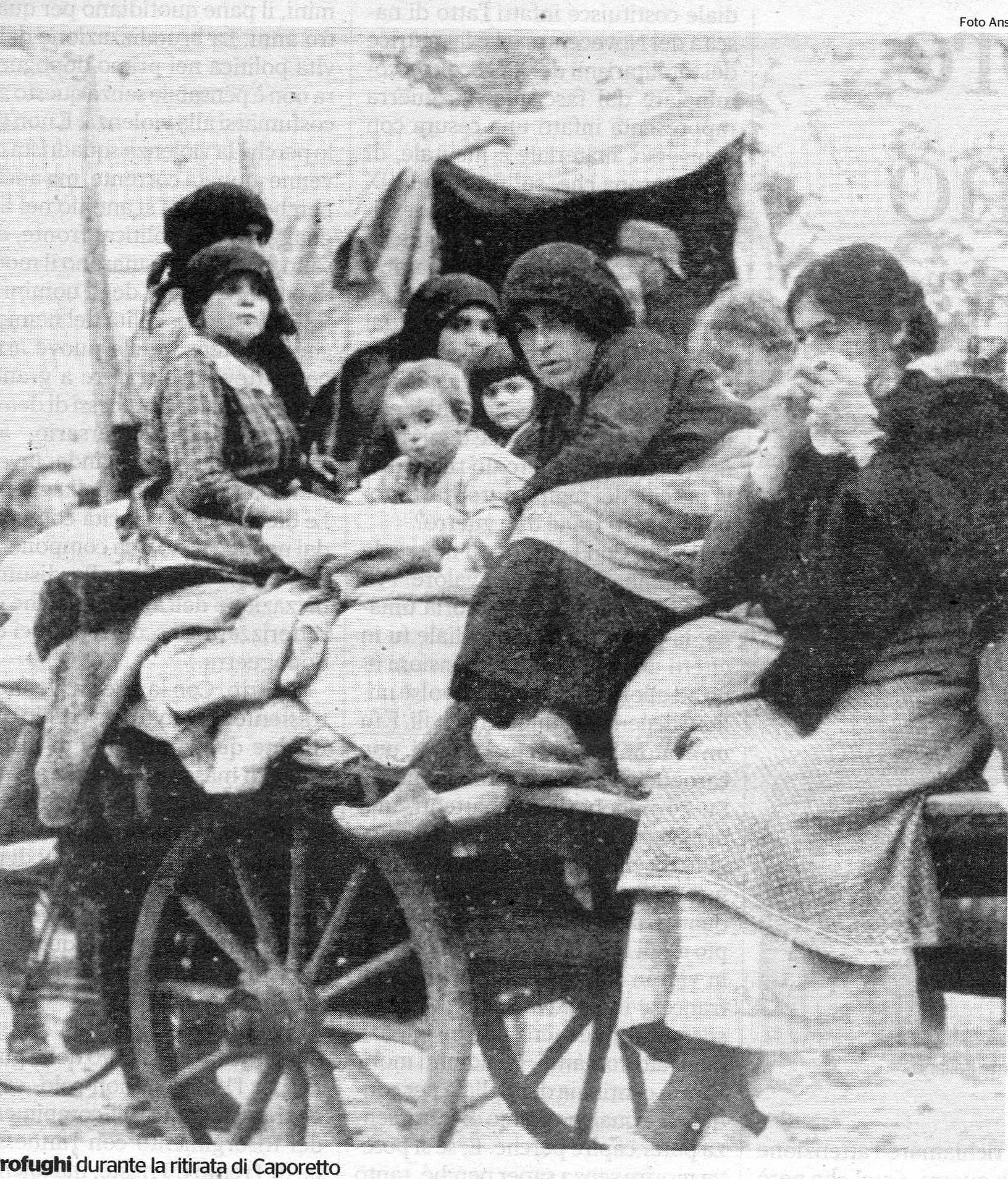 Profughi abbandonano le loro case dopo Caporetto
