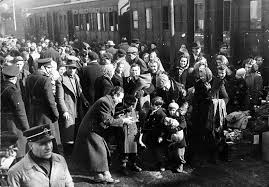Arrivo dei primi profughi istriani a Porta Nuova a Torino, febbraio 1947 © Archivio Storico della Città di Torino