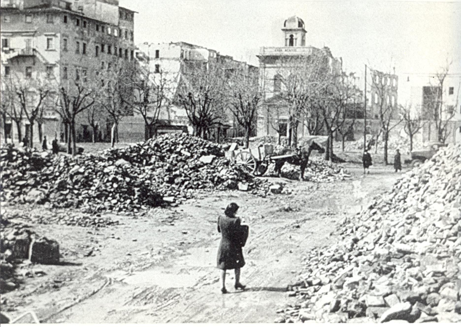 Via del Giardino a Livorno distrutta dalle bombe (Collezione fotografica Sandonnini, Archivio Istoreco Livorno)