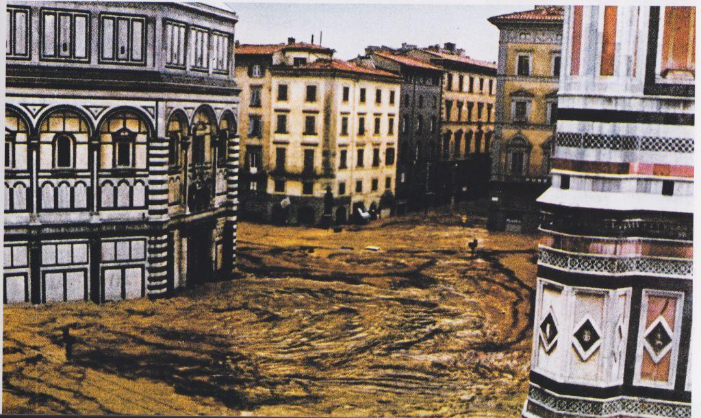 5-13-larno-inonda-piazza-del-duomo-e-il-battistero