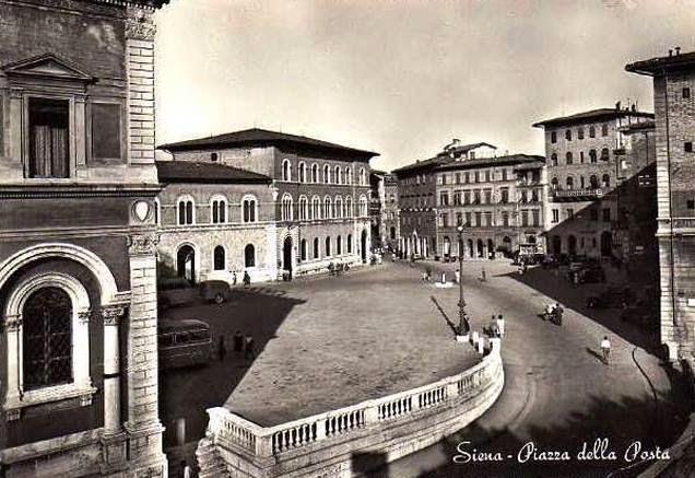 Siena, veduta di piazza della Posta ai primi del Novecento.