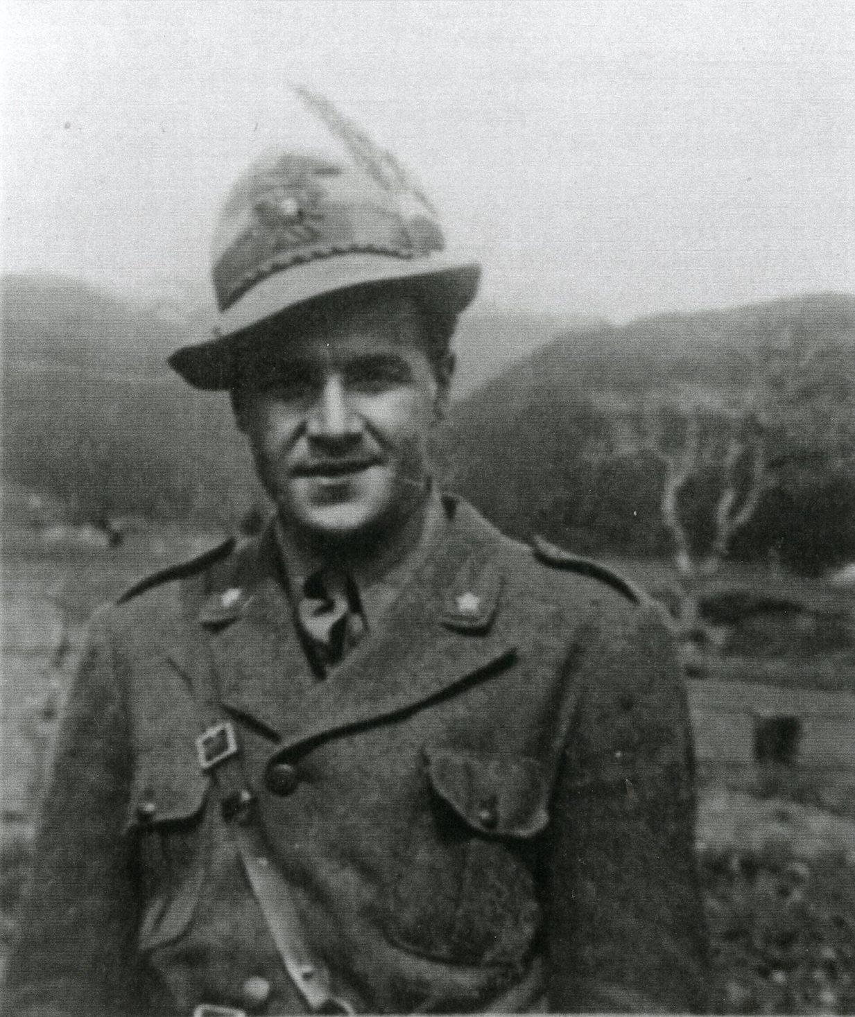 """Giovanni Battista Bertagni, già sottotenente di complemento degli alpini, nell'estate del 1944 fu al comando del Battaglione """"Casino"""" della Brigata Garfagnana della Divisione Garibaldi Lunense."""