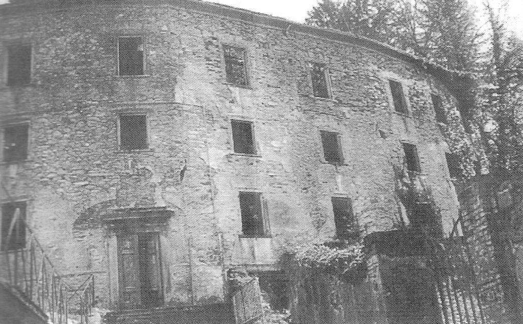 """La tetra struttura dell'ex-albergo """"Le Terme"""" ai Bagni Caldi di bagni di Lucca, convertita nei mesi dell'occupazione a campo di controvento provinciale per ebrei."""