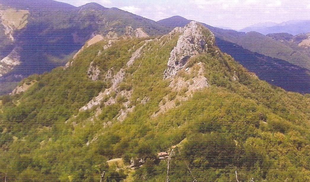 La vetta del monte Rovaio, presso Molazzana, teatro della sanguinosa battaglia fra i partigiani del Gruppo Valanga di Leandro Puccetti e nutriti reparti della Wehrmacht e della GNR, il 29 agosto 1944.