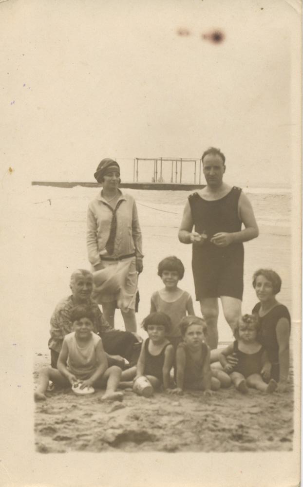 Bagni Pancaldi (Livorno) Anni '30 - Aleardo lattes e famiglia (Archivio privato famiglia Lattes Cabib)