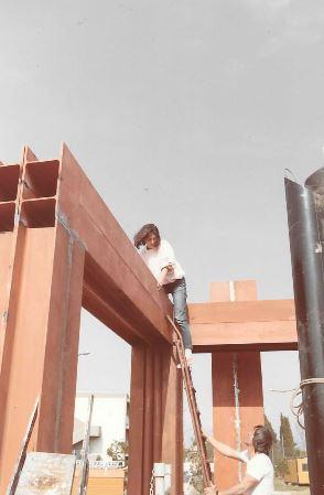 Costruzione del monumento (Archivio privato Maria Paola Mugnaini)