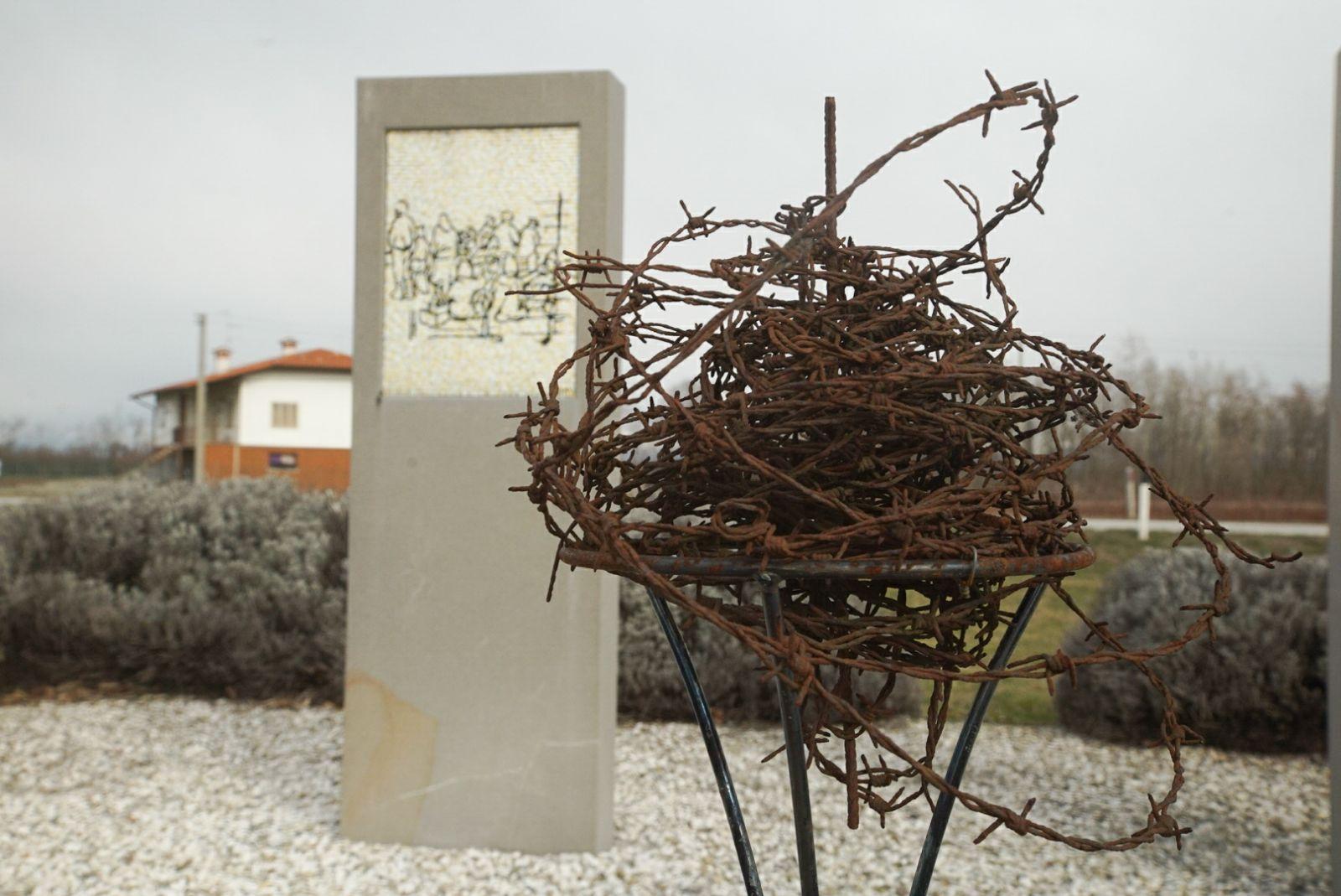 Monumento nel campo di Gonars (Foto di Luigi Zannetti)