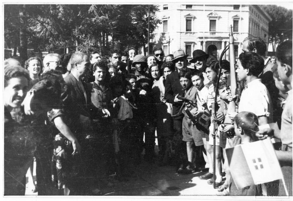 5 settembre 1944, Porta San Pietro: una delle prime immagini della Liberazione alleata della città di Lucca.