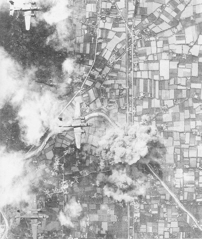 19 luglio 1944: bombardieri medi B-25 americani attaccano Ponterosso di Seravezza. (Fonte: Alberti, Bombe sulla Linea Gotica, p. 81)