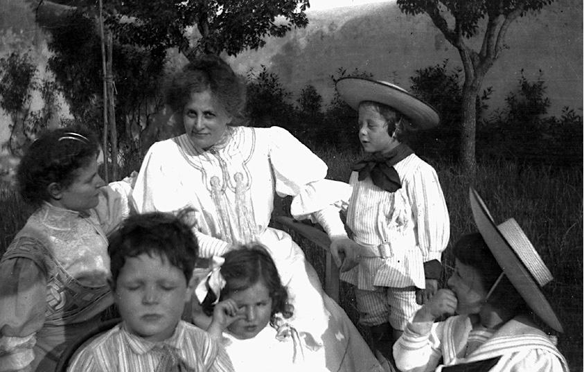 Amelia Rosselli e Laura Orvieto con i figli