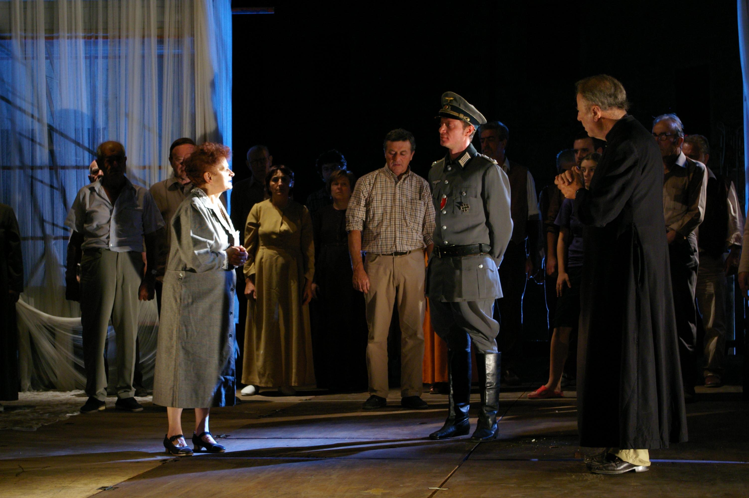 """Monticchiello - Teatro povero - """"Quarantanniquaranta"""", scena della Resistenza [2006]"""