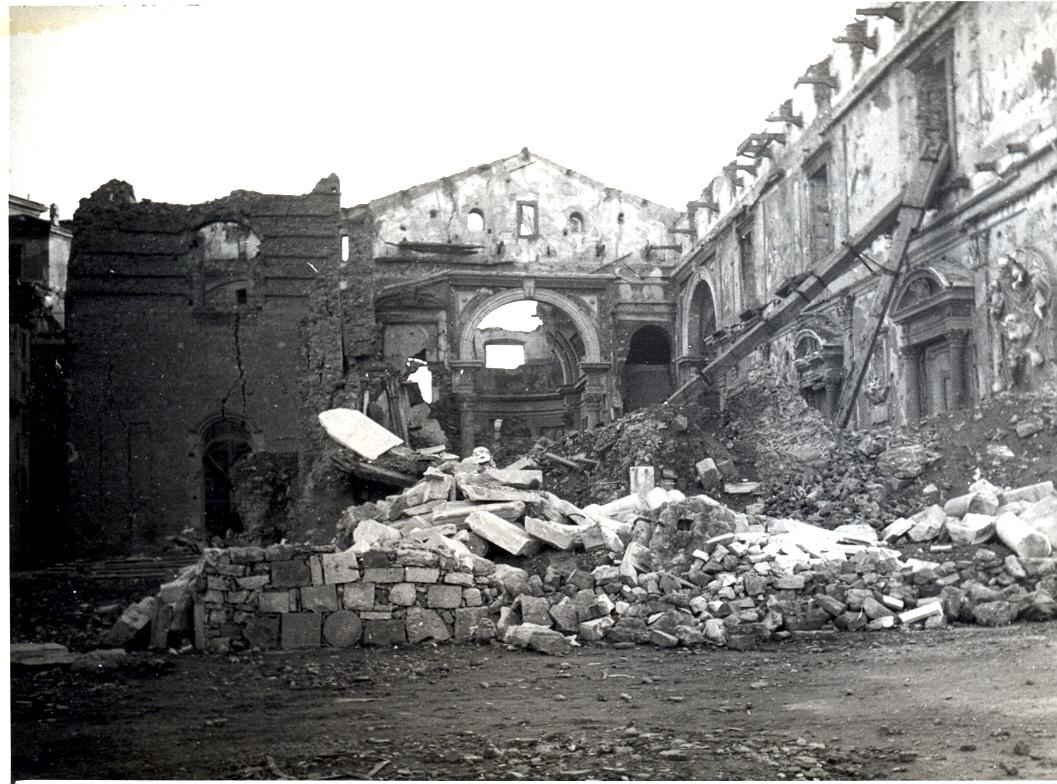 Il duomo di Livorno distrutto dai bombardamenti (Fondo fotografico Sandonnini: Istoreco, Livorno)