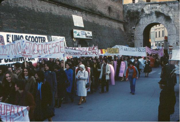 Grosseto, manifestazione nazionale del 17 dicembre 1977 in solidarietà a una donna licenziata per tentato aborto