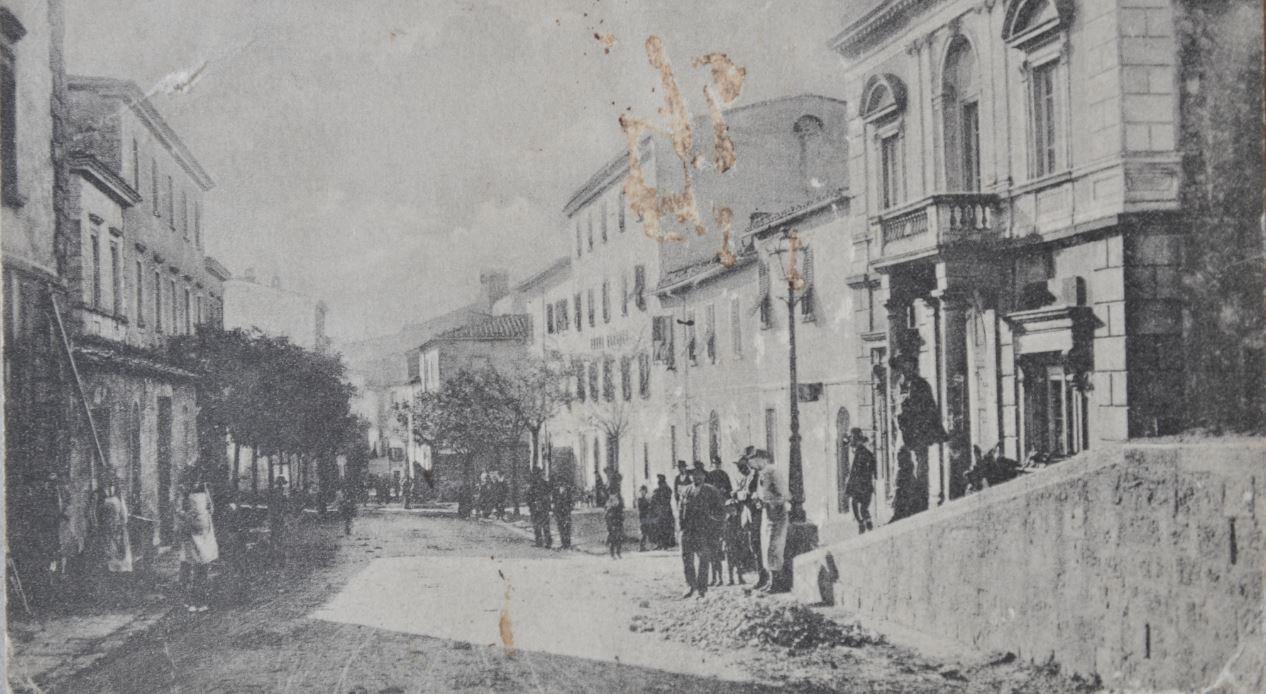 Archivio Niosi, Via Nazionale con il Palazzo del Comune, Roccastrada