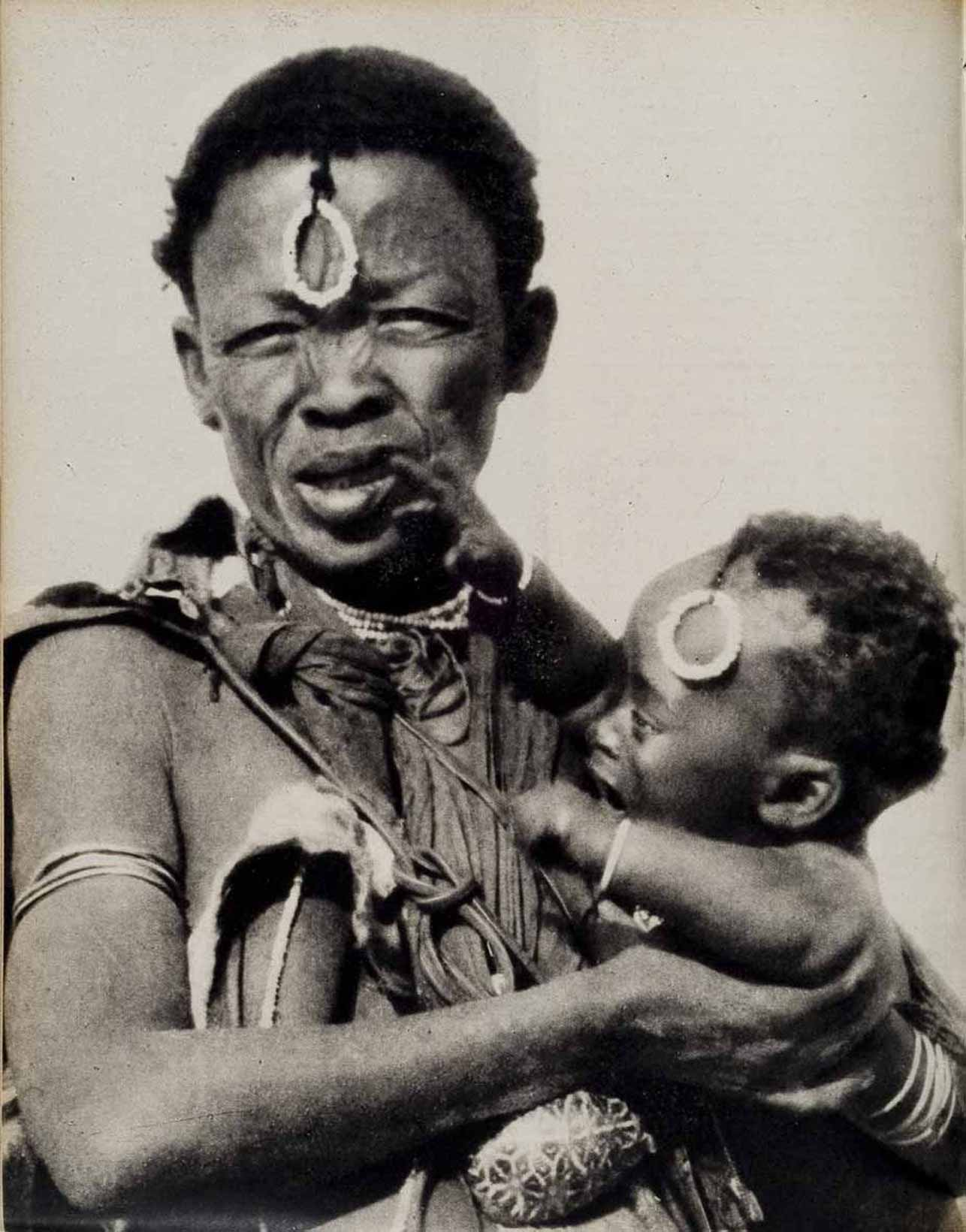 Donna di colore con bambino